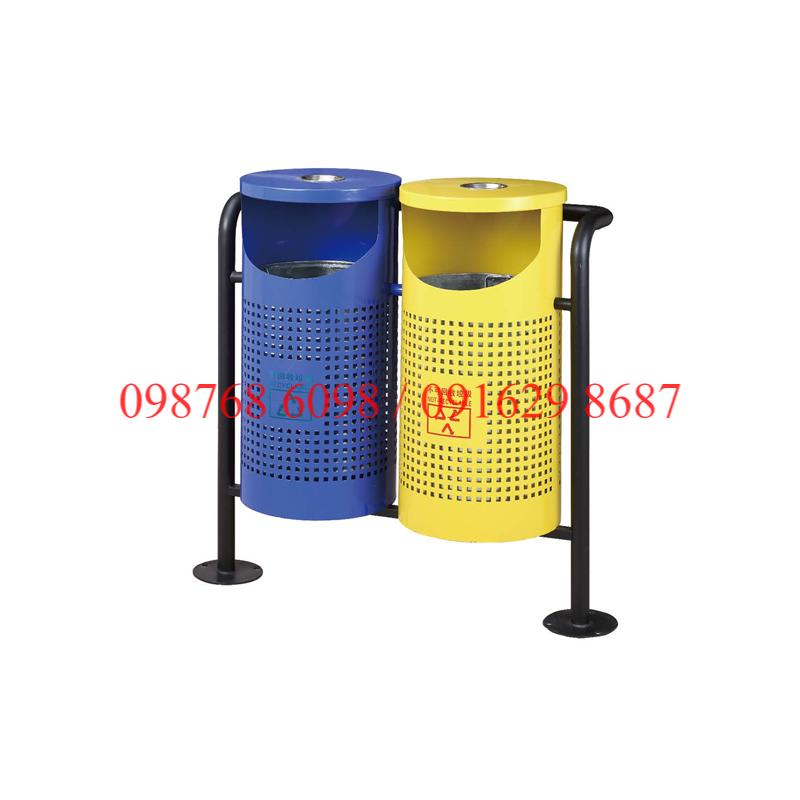 thùng rác inox 2 ngăn treo ngoài bãi cỏ công viên
