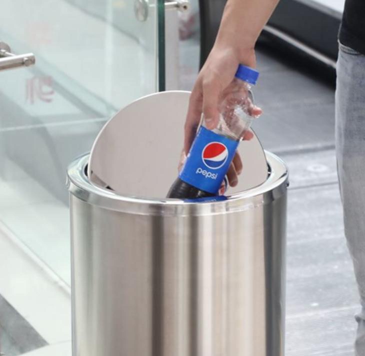 thùng rác nắp lật xoay dễ dàng bỏ rác