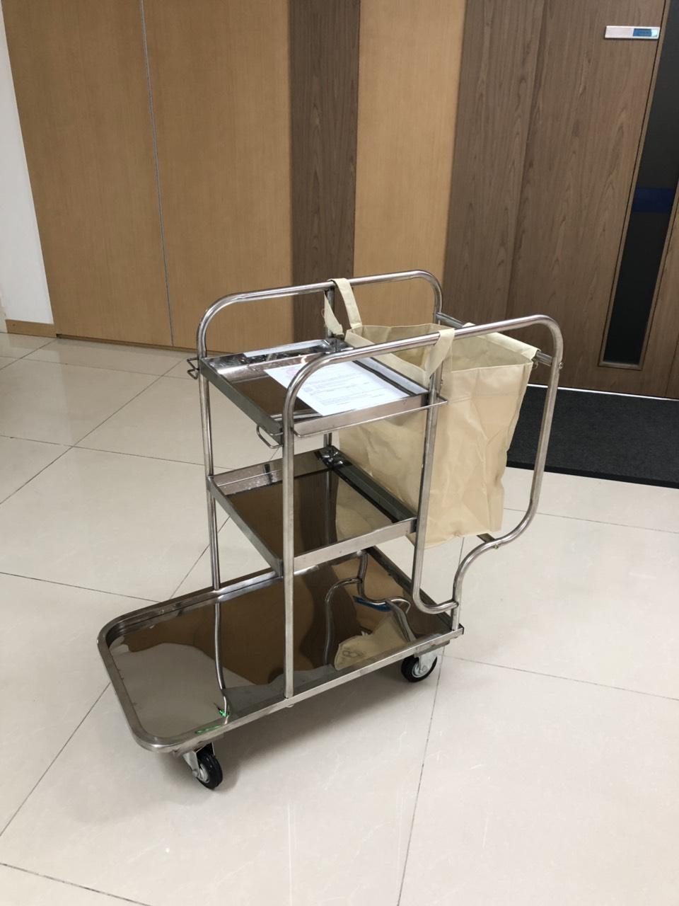 xe đẩy dọn vệ sinh 3 tầng bằng inox cho nhà hàng, khách sạn